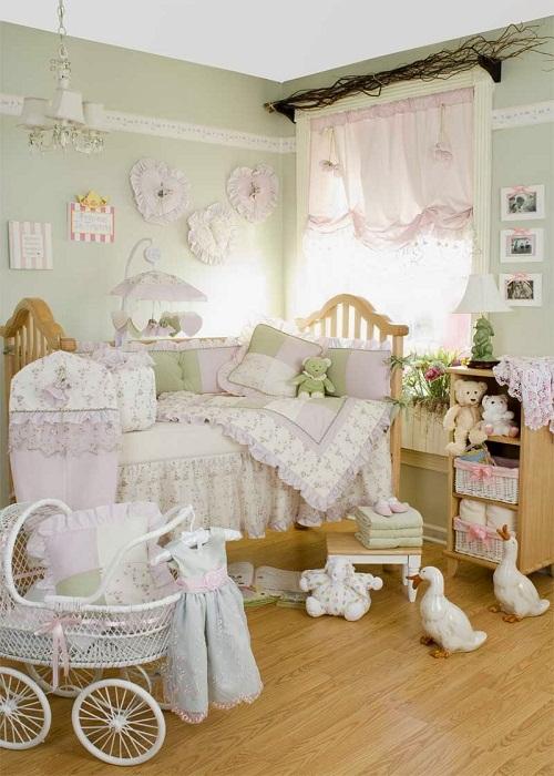 Невесомо нежные шторы в детской комнате.