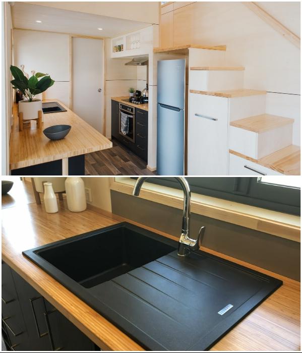 После приготовления пищи рабочую зону можно трансформировать в обеденный уголок («Home Haven»). | Фото: newatlas.com/ buildtiny.co.nz, © «Build Tiny».