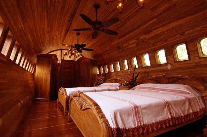 Двуспальный номер отеля-самолета (Hotel Costa Verde). | Фото: travel-news-photos-stories.com.