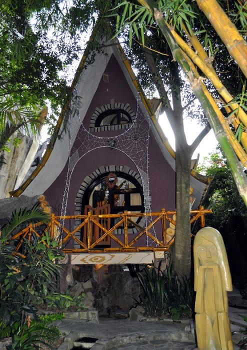 Бунгало для молодоженов на территории гостиничного комплекса (Crazy House, Вьетнам).