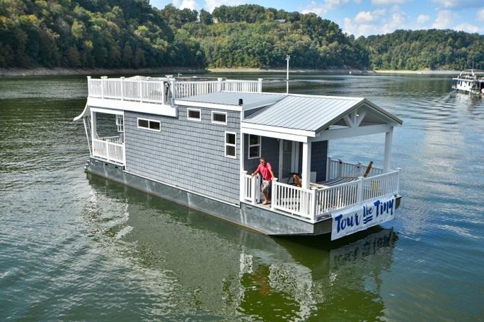 Этот houseboat владелец сдает в аренду.