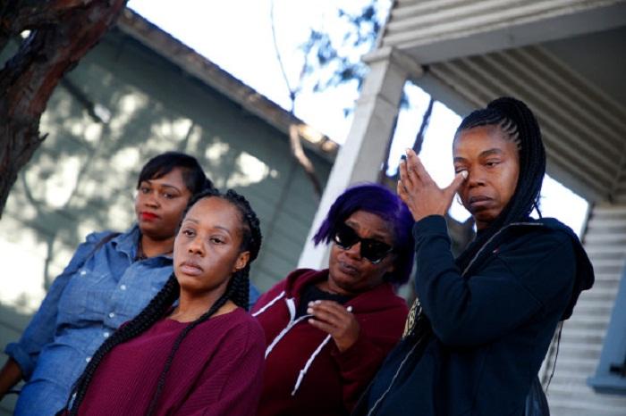 4 матери-одиночки с детьми самовольно заселились в чужой особняк и требуют его им …подарить (Окленд, США). | Фото: mercurynews.com.