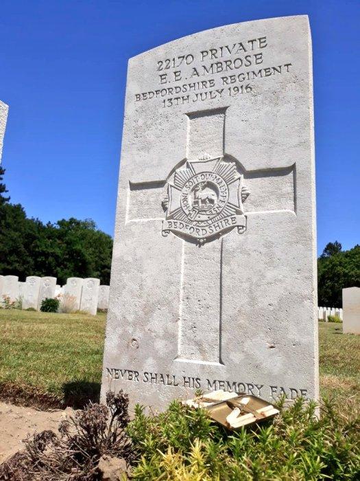 Братская могила погибших солдат в битве при Сомме. | Фото: twitter.com/ © DanHillHistory.
