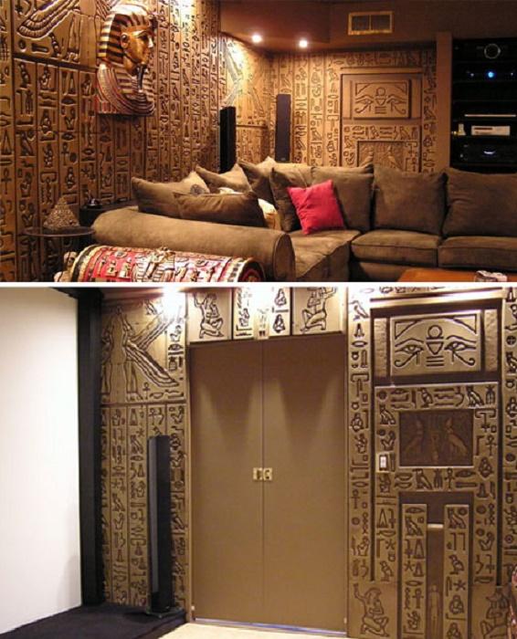 Владельцу понадобилось полтора года, чтобы в своем доме создать «древнеегипетскую гробницу» в домашнем кинотеатре (Флорида, США). | Фото: boredpanda.com.
