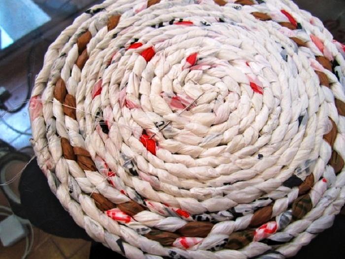 Каждый ряд спирали нужно сшить, контролируя натяжение нити. | Фото: fairy-hobby.ru.