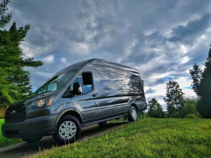Чтобы мечта сбылась, пришлось продать дом, купить автомобиль и заняться его переоборудованием. | Фото: faroutride.com.