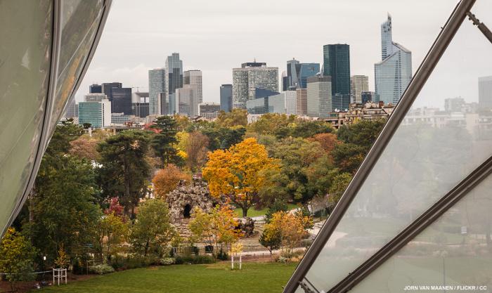 Если взобраться на самую высокую террасу, то можно увидеть достопримечательности Парижа (Fondation Louis Vuitton). | Фото: eveosblog.de.