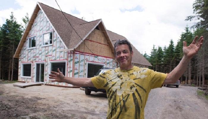 Новоиспеченный канадец, построивший дом на дармовой земле (Канада). | Фото: russianweek.ca.