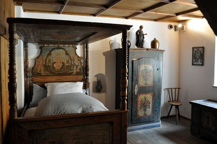 Так были оформлены спальни в квартале-пансионе (Музейная экспозиция).