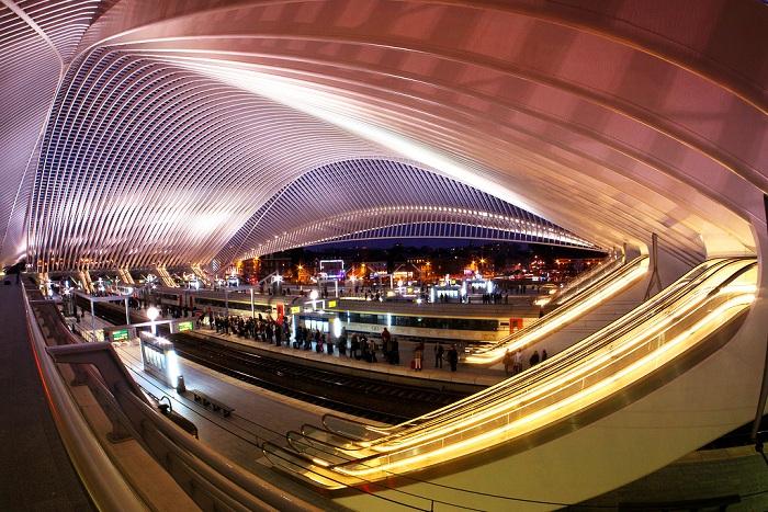 Фантастический интерьер самого современного вокзала Бельгии (Льеж-Гийемен).