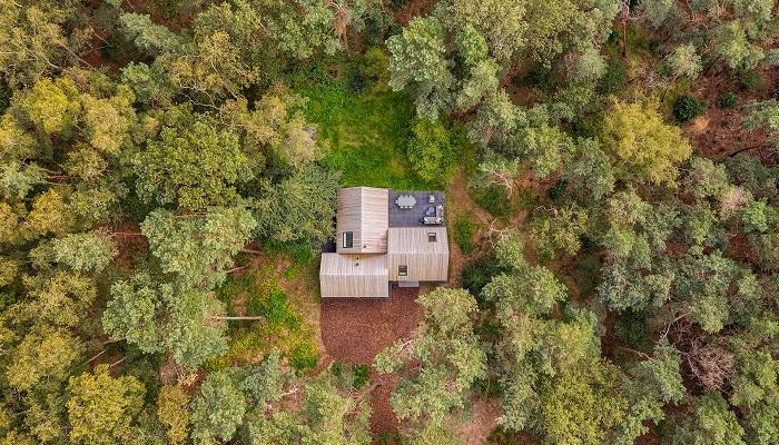 В Нидерландах появился странный домик, в котором каждая комната имеет собственную крышу. | Фото: hofmandujardin.nl.