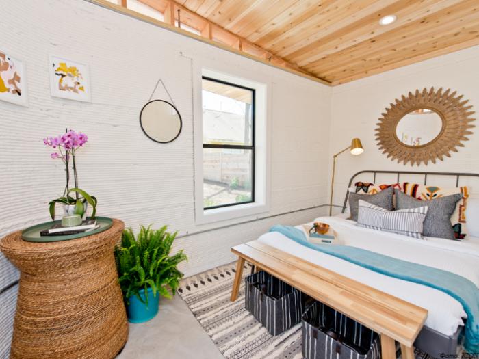 В доме имеется полностью обустроенная спальная комната (Community First Village, Остин). | Фото: ua-bud.com.ua.