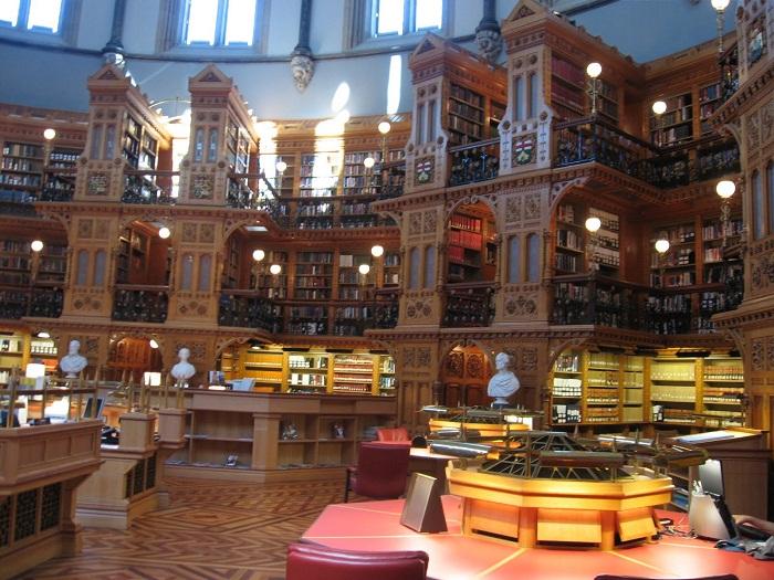 Самая красивая библиотека Канады.
