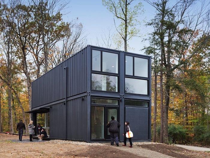 Художественная студия из транспортных контейнеров, получившая название Insta House.