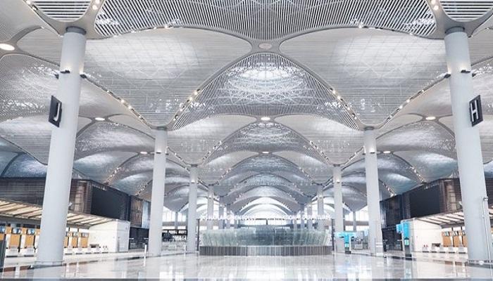 Потолок аэровокзала «Стамбул» украшают 313 куполов, которые олицетворяют мечети и храмы страны.