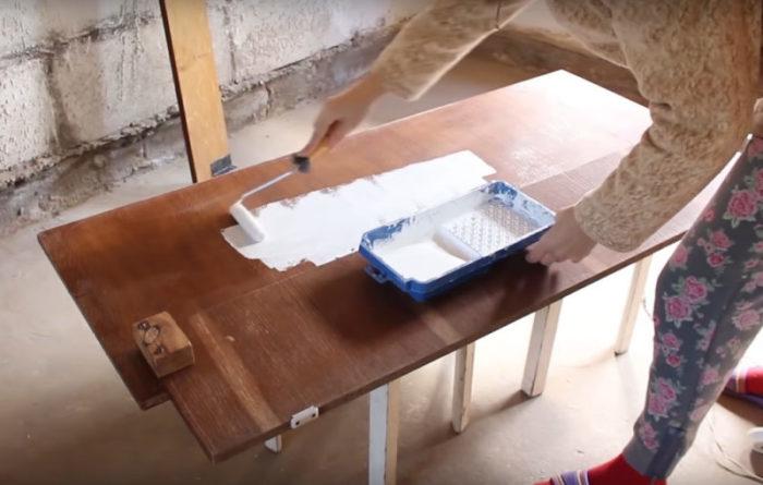 После того как тщательно очистили и помыли отшлифованные детали нужно нанести грунтовку в два-три слоя. | Фото: cpykami.ru.