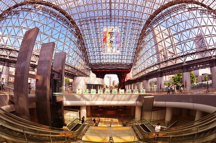 Фантастический интерьер станции Канадзава (Япония).