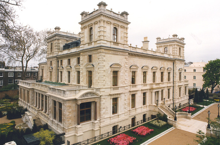 Дворец-сад Kensington на самой дорогой улице Лондона теперь греет душу Роману Абрамовичу. | Фото: lawray-architects.co.uk.