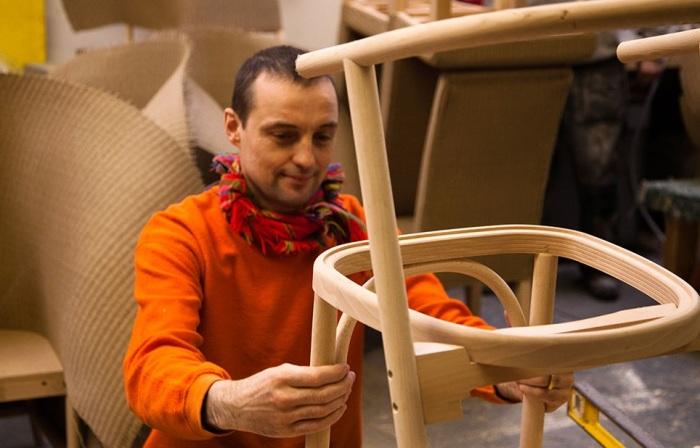 Уильям Уоррен – креативный дизайнер, который разрабатывает не только практичные шкафы-гробы (в прямом смысле слова). | Фото: lloydloommanufacturing.com.