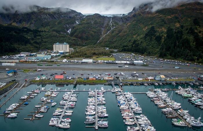В городе Уиттиер лодок и катеров больше чем машин (Whittier, Аляска). | Фото: macos.livejournal.com.