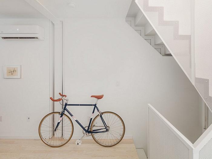 В прихожей можно оставить даже велосипед (Tiny Tower, Филадельфия). | Фото: noizz.pl.