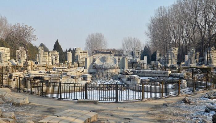 Все что осталось от былой красоты дворцово-паркового комплекса (Юаньминъюань, Пекин). | Фото: boredpanda.com.