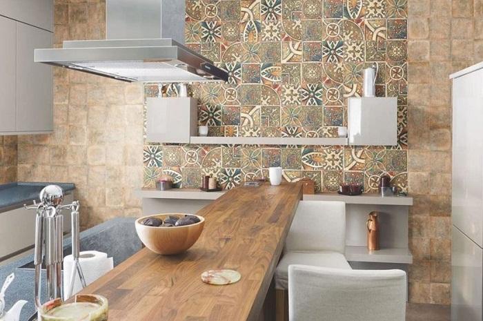 Керамическую плитку можно оригинально комбинировать.