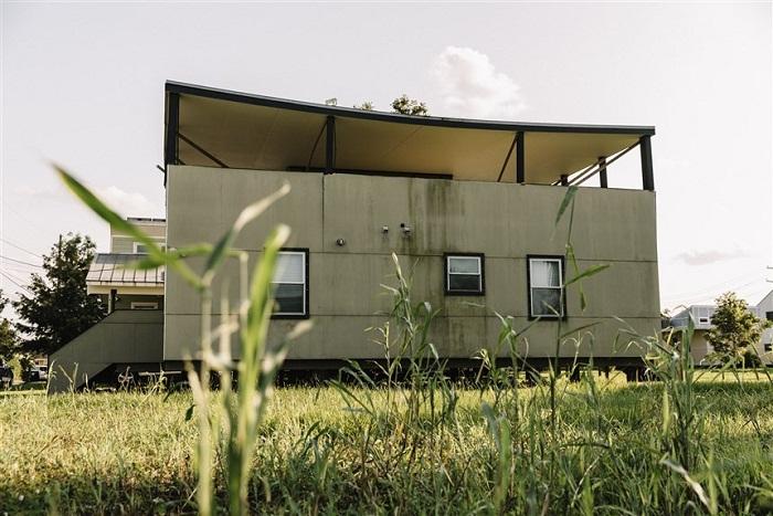 Вот во что превратился один из домов, построенных всего лишь 10 лет назад.