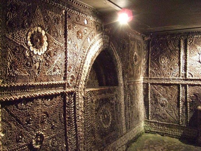 Подземный храм поражает своим великолепием (Margate Shell Grotto).
