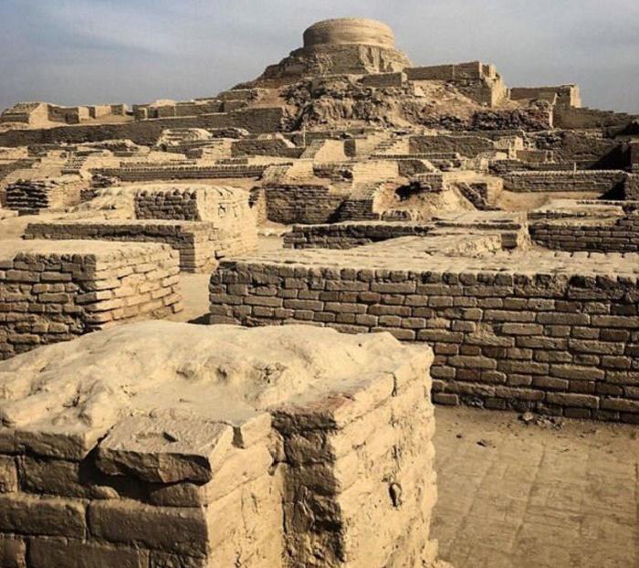 Обожженный кирпич стал основным материалом для строительства зданий (Mohenjo Daro, Пакистан). | Фото: pinterest.com.