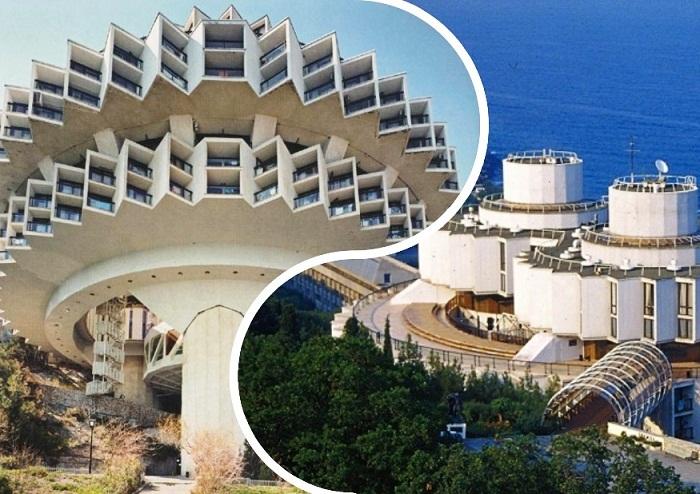 Необыкновенная и фантастическая архитектура санаторного комплекса Курпаты (Крым).