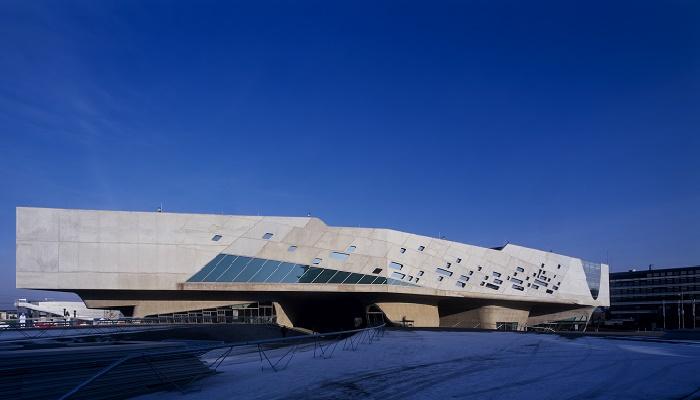 Научный центр Phaeno – культовое место в Вольфсбурге (Германия). | Фото: zaha-hadid.com.