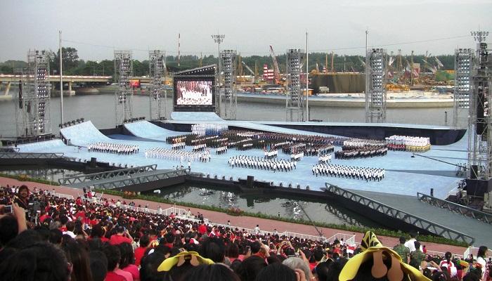 Плавучая платформа создавалась для проведения парада в честь Дня независимости Сингапура. | Фото: ru.wikipedia.org/ © Waycool27.
