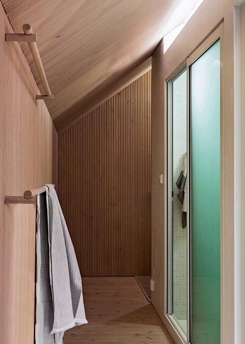 В домике на «курьей» ножке имеется и благоустроенная ванная комната (Niliaitta, Финляндия). | Фото: yankodesign.com.
