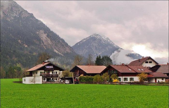 Селение Обераммергау расположено в живописнейшем месте в предгорье Баварских Альп (Германия). | Фото: bigpicture.ru.