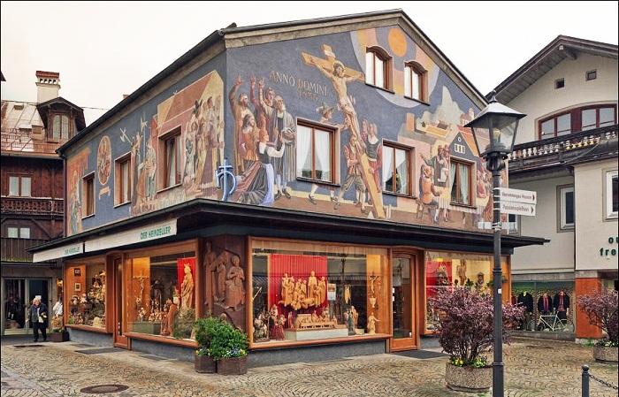 Самый старый отель деревушки украшают фрески на библейские мотивы, созданные самим маэстро (деревня Обераммергау, Германия). | Фото: bigpicture.ru.