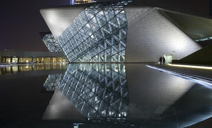 С 2005 г. Guangzhou Opera House украшает набережную Жемчужной реки (Китай).
