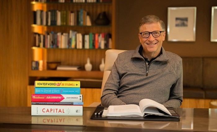 Зачастую именно из библиотеки Билл Гейтс проводит конференции и трансляции (Xanadu 2.0). | Фото: den-sharing.com.