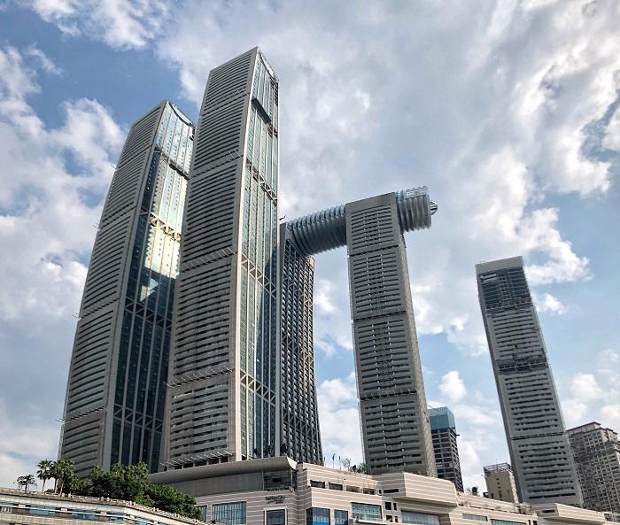 Комплекс Raffles City Chongqing состоит из 8 башен общей площадью 817 тыс. кв. м. (Чунцин, Китай). | Фото: ru.m.wikipedia.org.