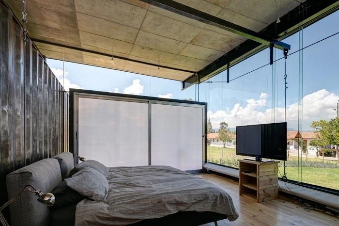 Так выглядит спальня этого необычного комплекса.