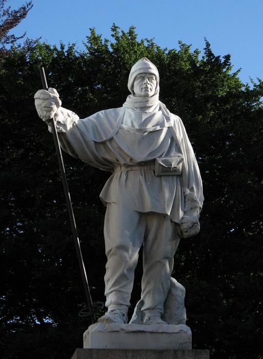 Памятник Роберту Скотту, погибшему в очередной экспедиции.