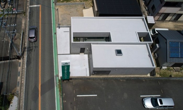 «House in Shime» расположен на главной автомагистрали Касуя-гун города Фукуока (Япония).