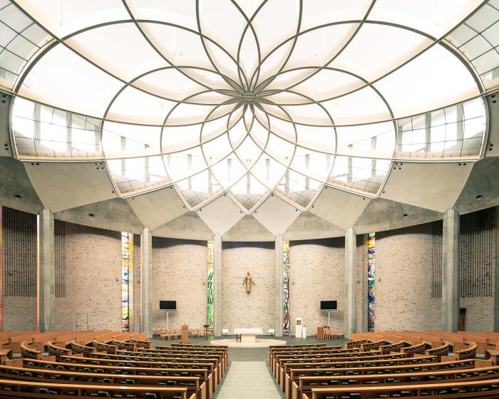 Великолепие и фантастическая красота убранства Церкви Святого Игнатия в Токио (Япония). | Фото: ©Thibaud Poirier.