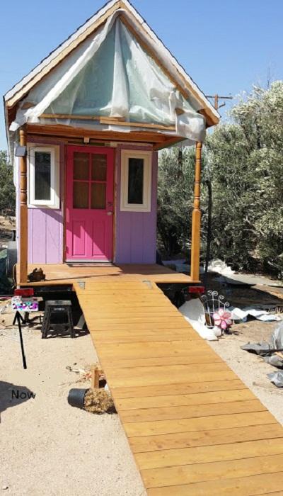 Дом Дани адаптирован для подъезда на инвалидной коляске. | Фото: thetinyhousethatgrandmabuilt.blogspot.com.