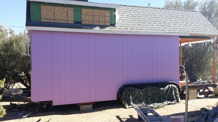 Любимый фиолетовый цвет просматривается во всем. | Фото: thetinyhousethatgrandmabuilt.blogspot.com.