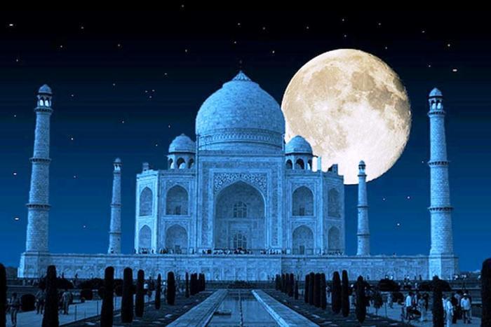 В дни полнолуния Тадж-Махал открыт для посетителей, чтобы они могли собственными глазами увидеть метаморфозы мраморного мавзолея. | Фото: blissbusiness.co.nz.