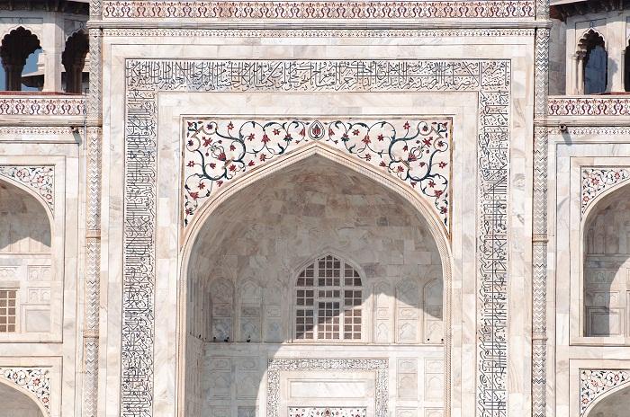 Полированный полупрозрачный мрамор придает строению воздушность и невесомость (мавзолей Тадж-Махал, Индия). | Фото: thousandwonders.net.