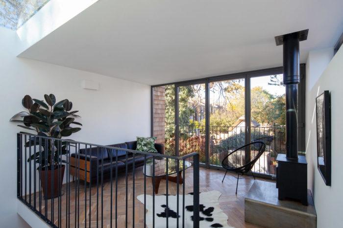 Открытая планировка интерьера позволила создать уникальное жилое пространство (Gouse, Лондон). | Фото: homedsgn.com.