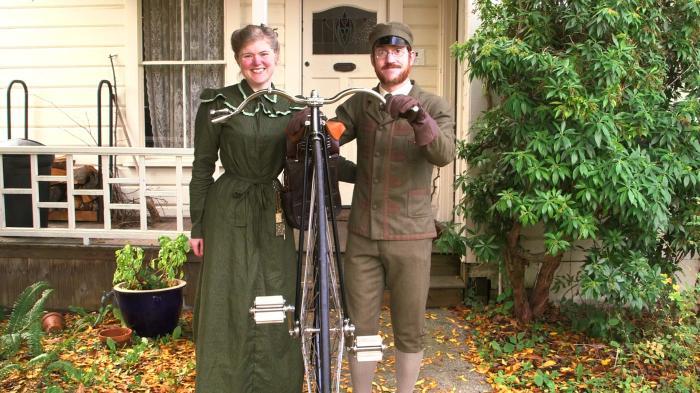 Супружеская пара уже 10 лет носит только в ту одежду, которая была модной в викторианскую эпоху (Габриэль и Сара Крисман). | Фото: trustcollective.com.