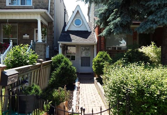 Этот маленький домик стоит немалых денег.